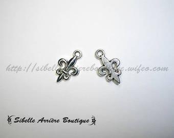 1 x charm fleur de lis silver 12x10mm (BrlysA1)