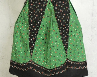 Vintage 50s Novelty Print Holiday Christmas Tree Stars Garland Border Trim Pleated Half Apron