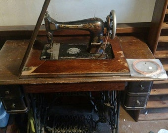 Singer treadle sewing machine 1906 off grid homesteader works antique. Edwardian era