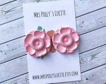 Pink Flower  earrings  - Celluloid inspired - Fakelite - 1950s