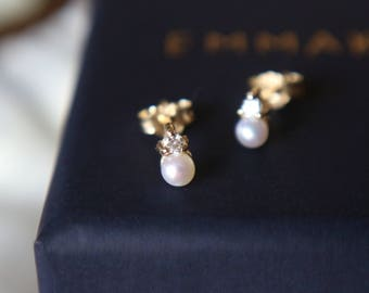 Diamond and White Pearl Earring in 14 Karat Gold