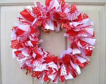 Christmas Wreath, Red White Christmas Wreaths, Christmas Ribbon Wreath, Christmas Fabric Rag Wreath, Holiday Wreaths, Holiday Door Decor