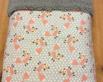 Foxes and polka dots themed blanket