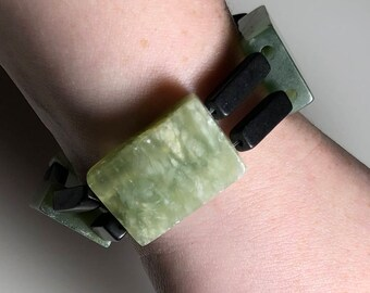Green Frosted Serpentine and Blackstone Stretch Bracelet