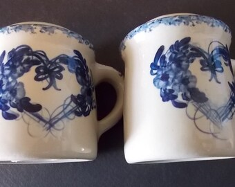 Vintage Salt And Pepper Shakers, Blue Trim, Heart Decoration, Off White And Blue, Pottery, Ceramic, Kitchen Shakers