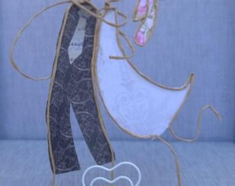 Enamored on wood slice - Machangos Paper Art