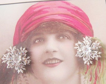 Vintage White Snowflake Clip Earrings With Aurora Borealis Rhinestones