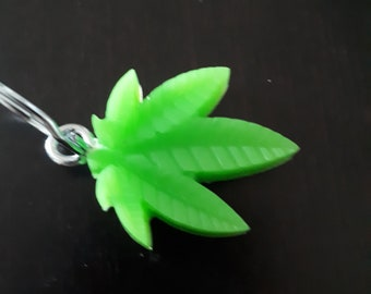 Leaf keychain