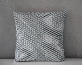 Cushion - 40 x 40 cm - printed cubes 3D - black, ice blue and white tones