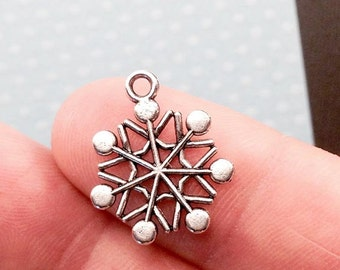 Snow Flake Charm. 8 pcs Antique Silver Tone Winter Snow Flake Charms 19x16mm. Winter Charm. Christmas Charm. Snow Flake Charm. - (8 - 0042L)