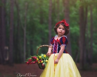 Snow White costume inspired princess dress size 6 ball gown