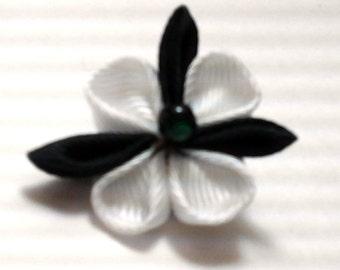 Black & White Triflower Kanazashi Flower Pin