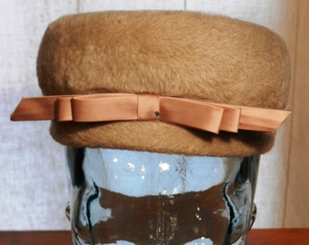 Vintage Women's Light Brown Fur Pillbox Style Hat by Lilli of California            00751