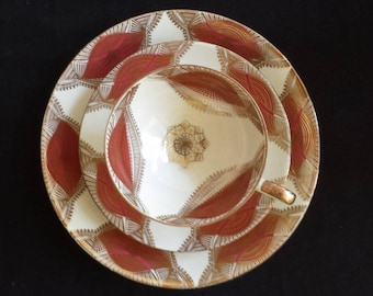 Gareis, Kühnl & Co., Bavaria 22: intricate cup saucer and plate trio set 'Sammeltasse' from the 1940s, gold print and cherry red