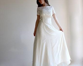 Wedding dress, lace wedding dress, simple wedding dress, modest wedding dress, wedding outfit, bridal outfit, convertible wedding dress
