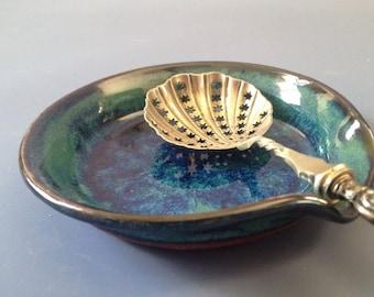 Ceramic spoon rest in Zac's Green