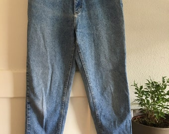 Vintage High Waisted Light Wash LEE Mom Jeans