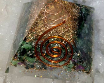 Beautiful Orgone Pyramid African Rubyzosite Natural Stone With Copper,Pyrite,Crystal Quartz 50MM