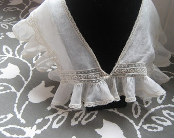 Vintage old lace collar