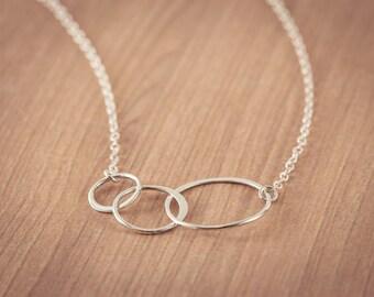 Drei Generationen Halskette, Verriegelung, Kreise, Sterling Silber, Ewigkeit, Familie, Vergangenheit, Gegenwart, Zukunft, Mutter, Großmutter Halskette,
