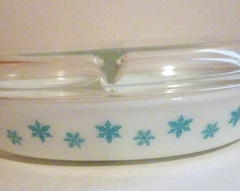 vintage Pyrex snowflake divided casserole dish with lid 1.5 quart size