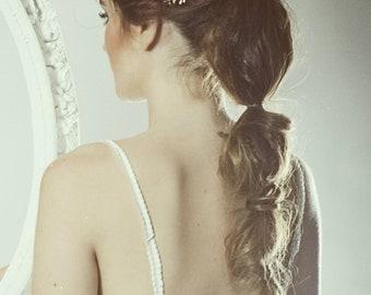 Pearl bridal hair piece, Pearl Bridal tiara, Pearl bridal hair vine, halo crown wedding, pearl wedding headpiece, wedding pearl hair piece
