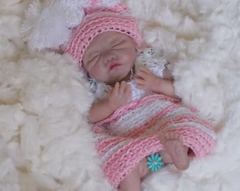 Beautiful mini baby girl, from polymer clay, Ooak, unique piece.