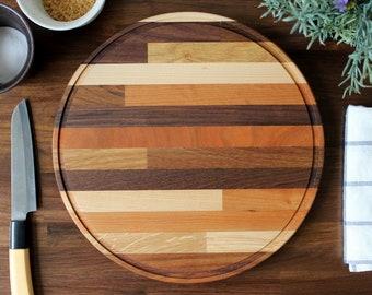 "12"" Craftsman Mixed 6-Wood Round Cutting Board - Classic Midcentury Modern / Butcher Block Design Style"