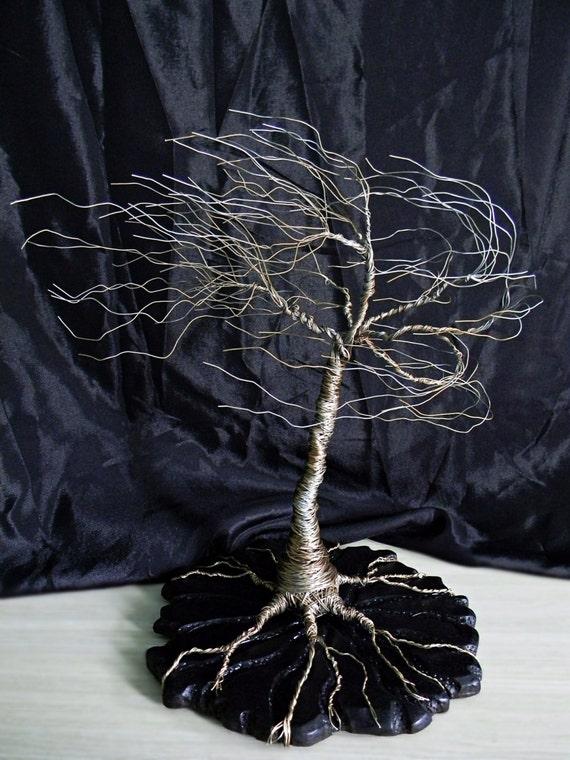 Draht Baum Skulptur auf Holz-Basis. Draht Baum Kunst Draht