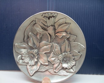 Seagull Pewter Plate, Daffodil Pattern 5.5 Diameter, Dated 1990