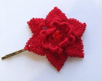 Crochet red flower motif hair pin.