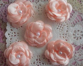 Flowers in salmon pink and small satin White Pearl 3.50 mm diameter (with 5 flowers)