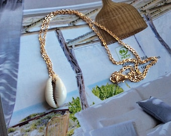 """Beach"" cowrie shells necklace"