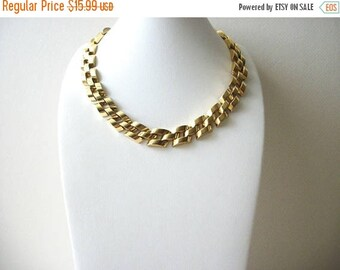 ON SALE Retro Bright Gold Tone Heavier Shorter Length Link Necklace 70716