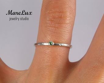 Natural Tsavorite Stackable Silver Hammered Ring, Green Tsavorite Garnet Tiny Stack Ring, January Birthstone 1.5 mm Round Cut Tsavorite Ring