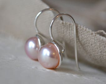 Pearl Earrings. Sterling Silver & Pink Pearl Earrings. Pearl Hook Earrings. Pearl Drop Earrings. Gift for Her. Modern Pearls.