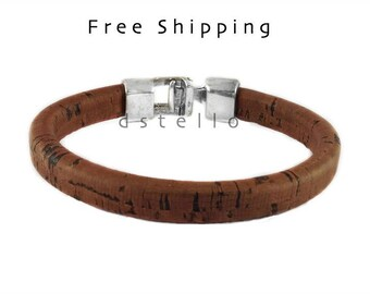 Spanish cork bracelet for men - eco friendly gifts ideas for him - Spanish cork around a leather core - Hammered clasp - Anniversary gifts