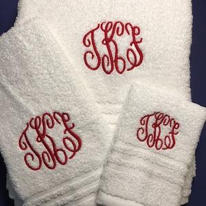 3 piece Monogrammed bath towel set / Bathroom towels / Personalized towels  / monogrammed towel set