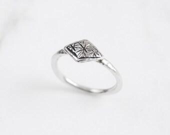 Tiny stars ring - silver