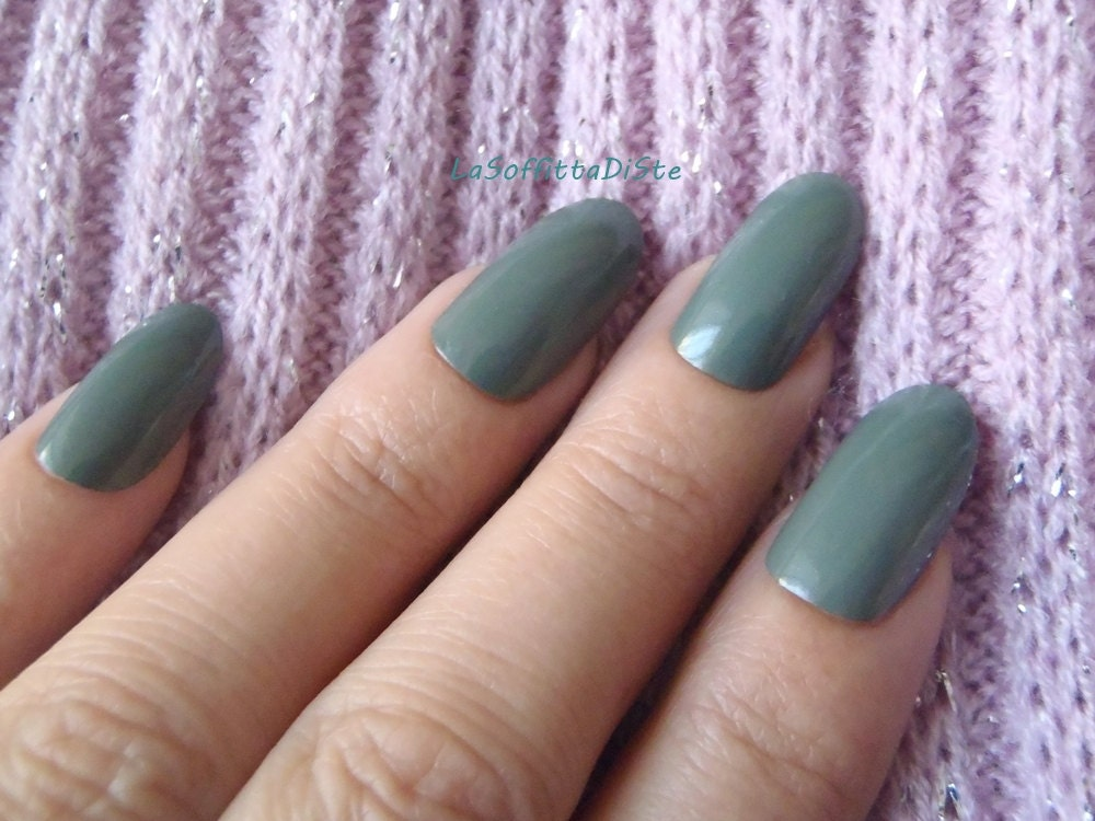 fake nails olive green almond oval shape nails hand painted false ...