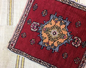 Turkish doormat rug vintage rug small handwoven decorative rug 67/71 cm