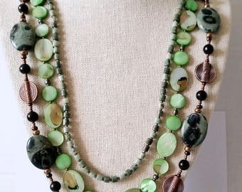 GREEN JASPER TRIPLESTRAND Necklace with Kambaba Jasper, Mother-of-Pearl Flat Ovals, Copper Discs. Three Strand Stone Necklace. Natural Stone