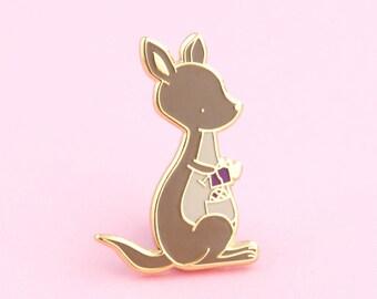 Kangaroo Knitting Pin   yarn pin, kangaroo pin, knitting pin, yarn lapel pin