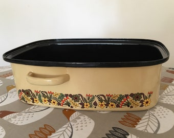 1960s large enamel oven dish with Scandinavian flower pattern.
