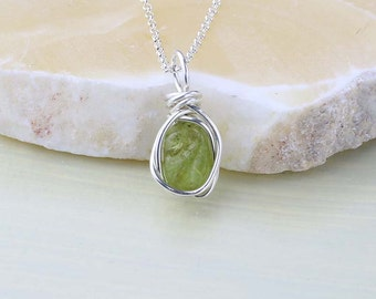 Peridot Minimalist Necklace- Green Gemstone Necklace- Peridot Pendant- Sterling Silver- August Birthstone Jewelry- Gift for Mom