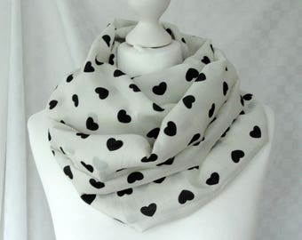 Heart print infinity scarf, white and black scarf, Circle scarf, Scarf for her, Lightweight scarf, Fashion scarf