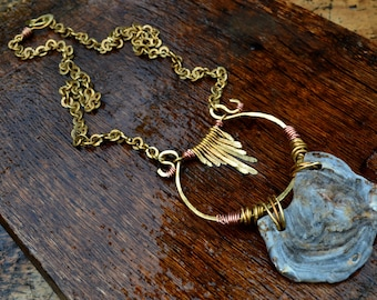 """Long collier tribal/antique """"Khalkédôn"""" en Laiton & Cuivre"""