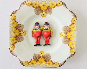 Alice in Wonderland Tweedle Dee Dum with Yellow Brown Floral Design Square Display Plate 3D Sculpture for Wall Decor Birthday Wedding Gift