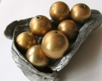 4 gold tone metal vintage beads - Approx. 15 mm each