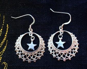Silver Star Earrings by MinouBazaar